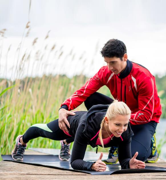 Sport en plein air avec un coach sportif personnel